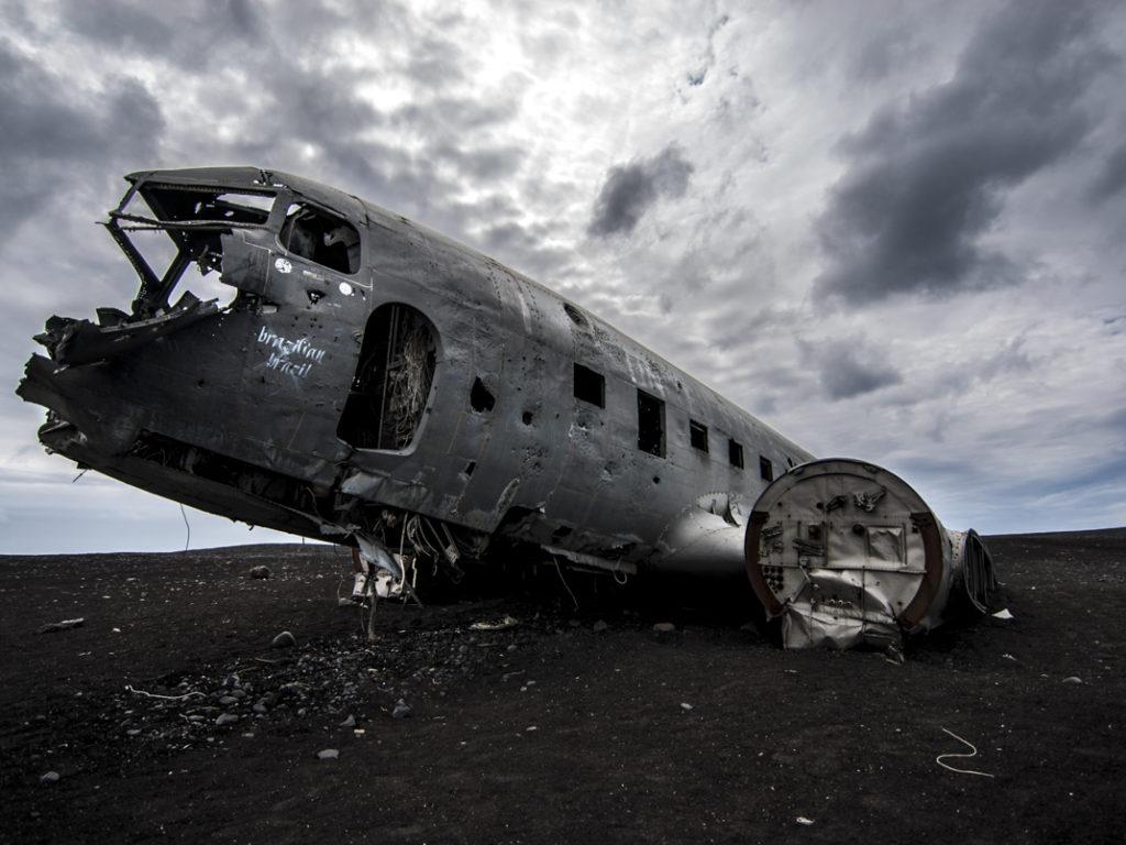guerra war aereo desolation scheletro fantasmo islanda nikon