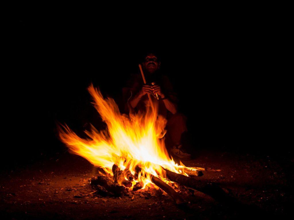sciamano africa shiaman fire fuoco night notte