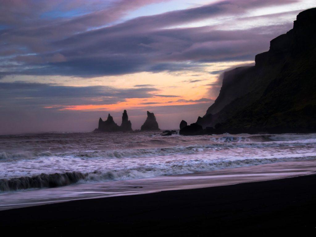 islanda pirati scogliera mare tramonto
